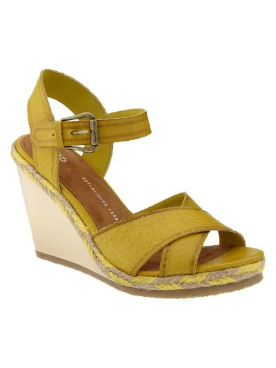 gap wooden crisscross wedge